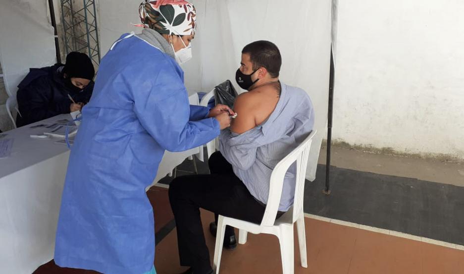 Cientos de santiagueños mayores de 60 años recibirán la segunda dosis contra el Covid.