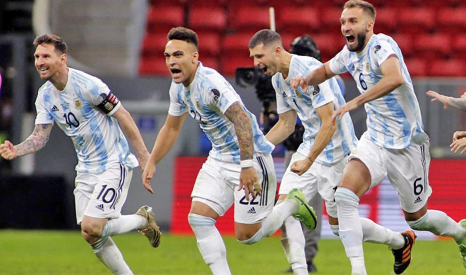 Los jugadores de la Argentina festejaron con locura la clasificación a la final y el próximo sábado se verán las caras con Brasil.