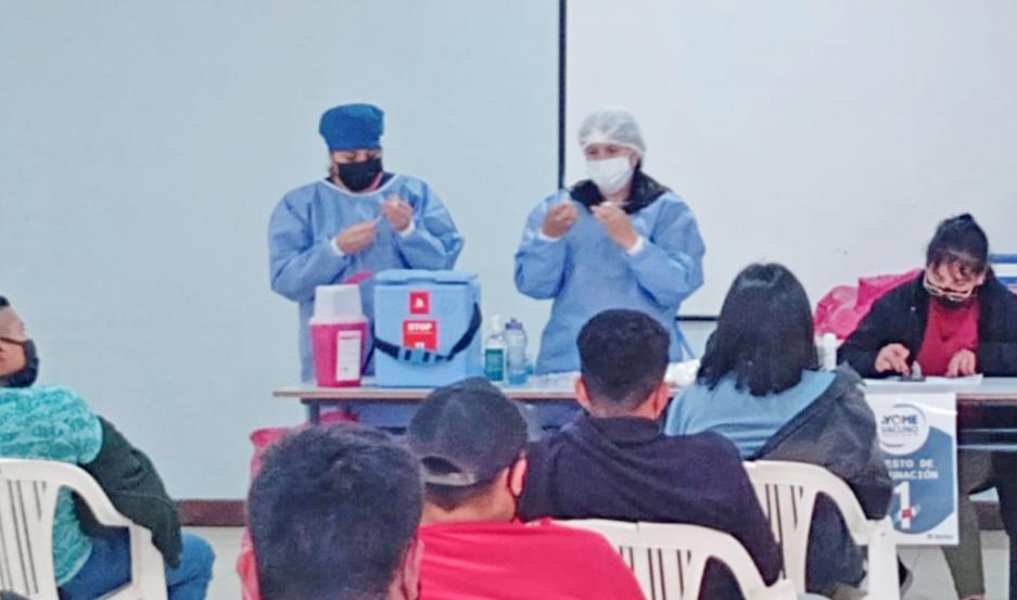 Miles de santiagueños recibirán vacunas que permitirán una mayor protección contra el Covid.