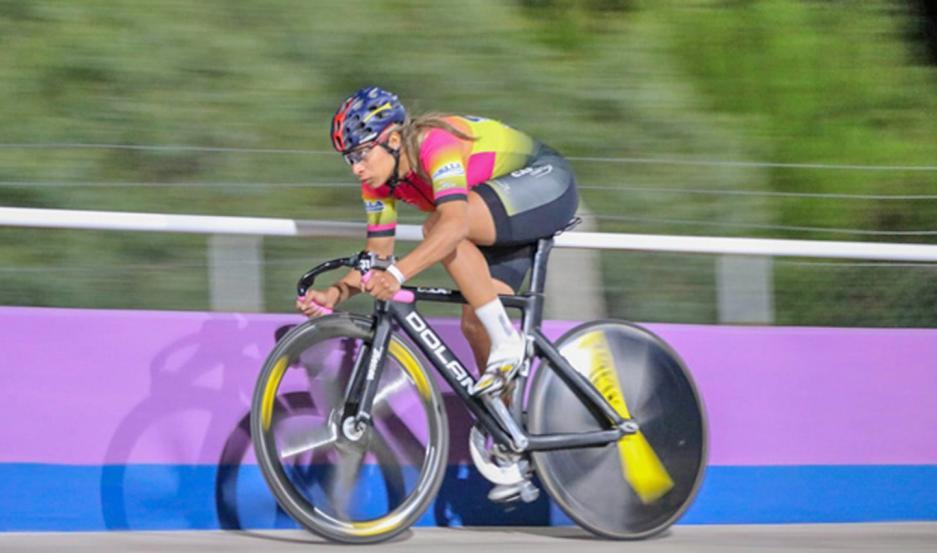 La pedalista santiagueña ganó en el velódromo de San Luis.