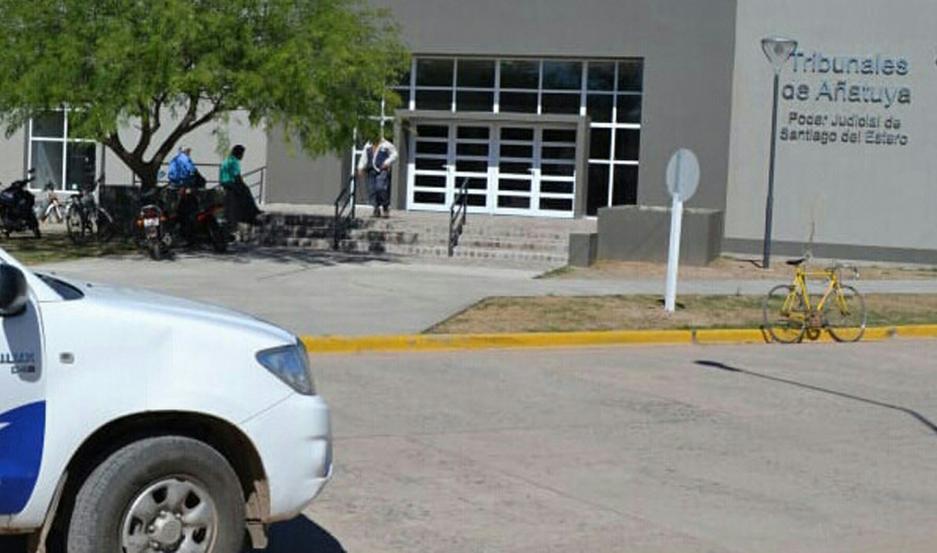 El medio hermano viajaba a Santa Fe solo para abusar de una de las jovencitas.