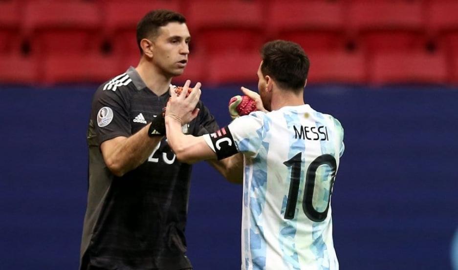 Lionel Messi y Dibu Martínez, nominados al Balón de Oro y Mejor Arquero
