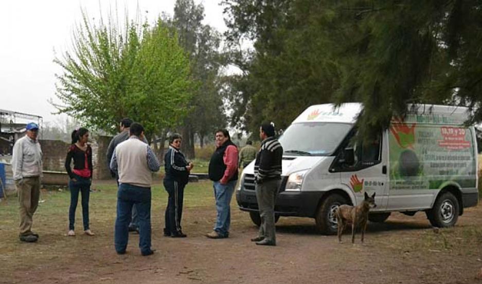 VISITA. Se reunió con pobladores afectados por la contaminación.