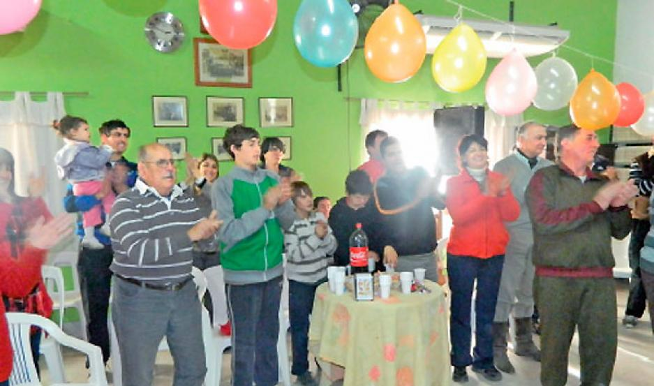 ALMUERZO. Los integrantes de la comunidad se reunieron en un almuerzo íntimo para celebrar.