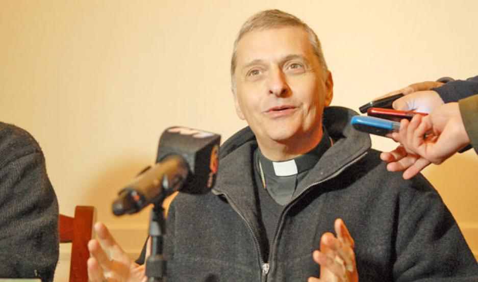"""REOCUPACIÓN. El obispo auxiliar dijo que """"preocupante"""" que """"no se diga nada"""" de la autorización de los padres para que adolescentes puedan ser sometida a esta intervención."""