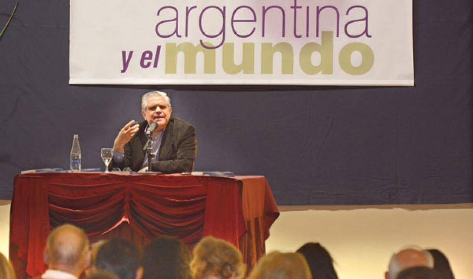 PONENCIA. López Murphy abordó los principales problemas de la economía argentina como el energético, la competitividad, el desempleo y el monetario.
