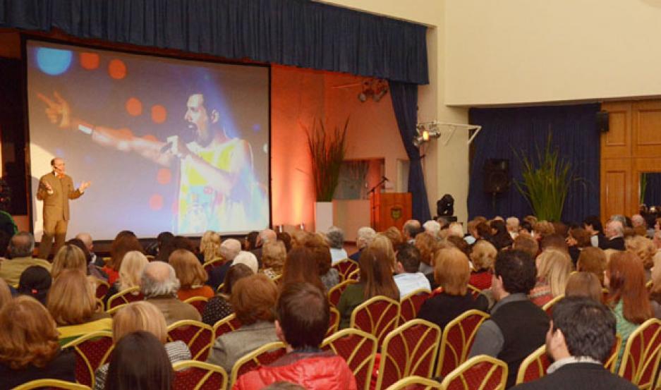 PRESENTACIÓN. Un nutrido público presenció el espectáculo del animador musical.
