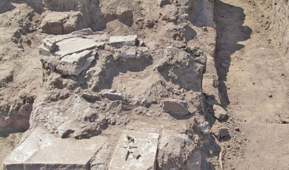 ESPACIO. Muros de más de tres metros de lo que sería un fuerte de la ciudad quedaron al descubierto. Aseguran que se trata de Esteco II, ubicada en el departamento salteño de Metán.