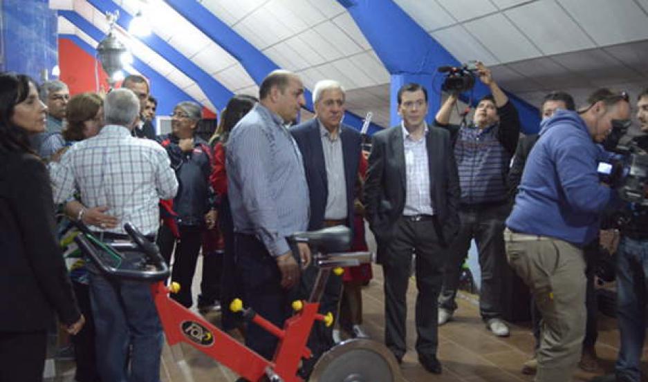 INAUGURACIÓN. Con la presencia del senador nacional Gerardo Zamora y acompañado de Eduardo Makhoul se abrió las puertas del moderno gimnasio.