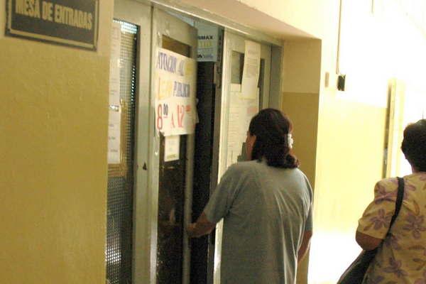 Citan a docentes por tr mites en oficina de la direcci n for Direccion de la oficina