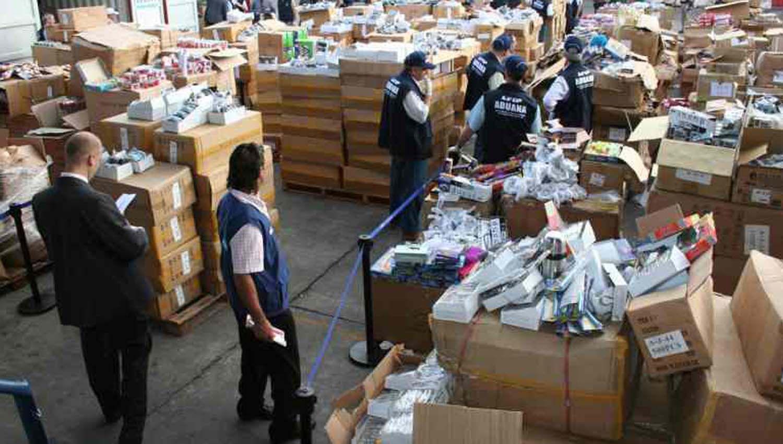 La AFIP subasta de forma online mercadería que se encontraba en la Aduana -  El Liberal Movil