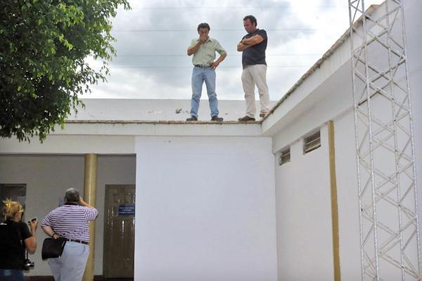 Amenazaron con arrojarse desde el techo del juzgado for Juzgado del crimen