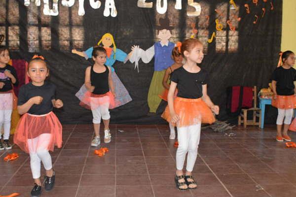Exitosa muestra de m sica tuvo el jard n de infantes n for Canciones de jardin de infantes argentina